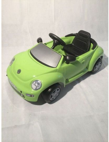 VW NEW BEETLE Green Pedal Car