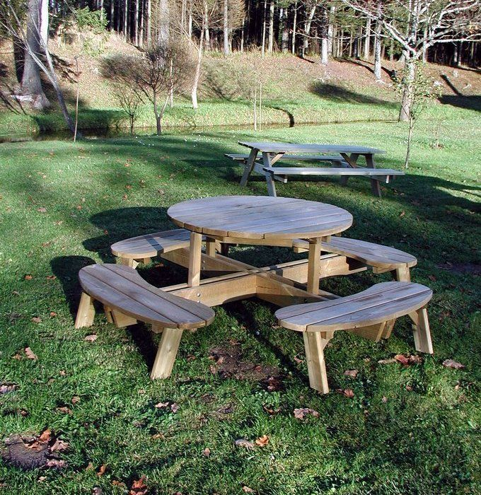 Round garden table with seats garden seats arches and for Round garden buildings