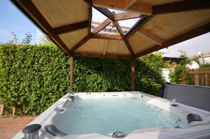 canadian spa toronto garden hot tub garden hot tubs. Black Bedroom Furniture Sets. Home Design Ideas
